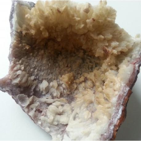 Groot Chalcedoon met Calciet cluster