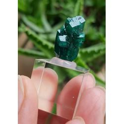 Dioptaas, mini kristal, op sokkel